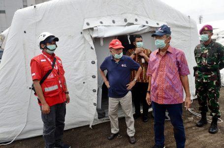 Jusuf Kalla memantau kegiatan pelatihan relawan dan   kesiapan logistik PMI dalam penanganan percepatan pencegahan Covid-19, Senin (23/3/2020). (Foto : Ist)