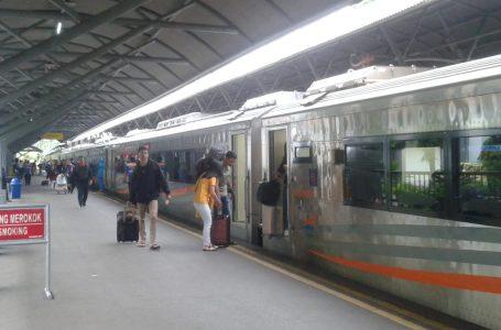 Khusus di Daop 1 Jakarta, terdapat 28 KA yang akan mengalami pembatalan perjalanan KA, terkait Covid-19. (Foto : Ist)