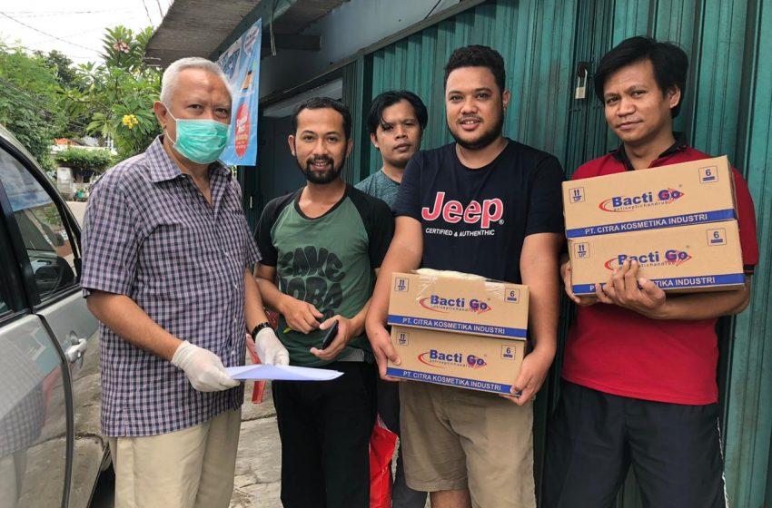 Alumni Universitas Airlangga Surabaya Pelopori #GerakanHandSanitizer