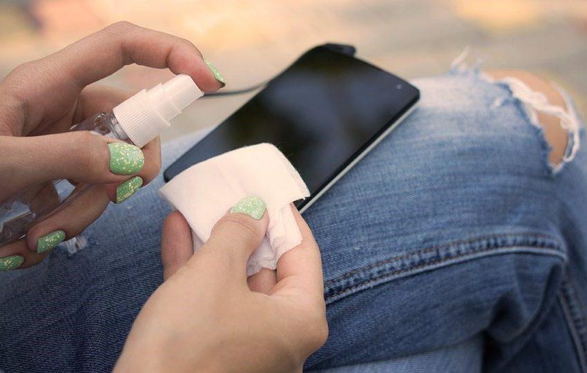 Tips Bersihkan Telepon Anda di Tengah Wabah Covid-19