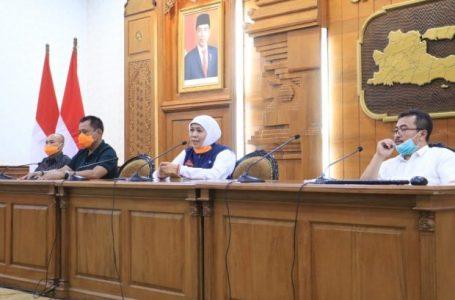 Gubernur Jatim Khofifah Indar Parawansa saat beri keterangan kepada wartawan, Minggu (22/3/2020). Foto : Ist