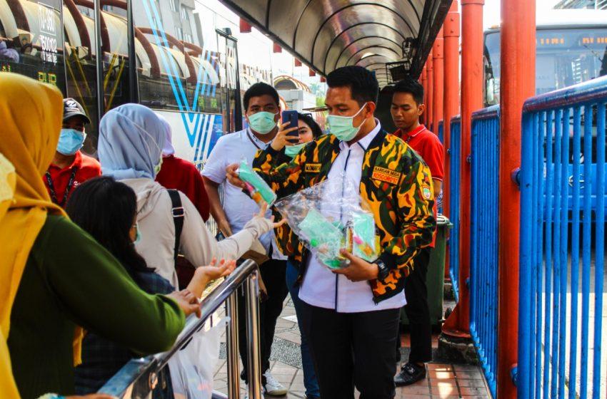 DPD BMK 1957 DKI Jakarta Ikut Peduli Bagikan Masker dan Gel Pembersih Tangan
