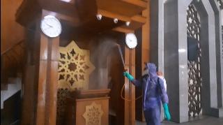 PMI Semprot Disinfektan di Masjid Raya Jakarta Islamic Centre