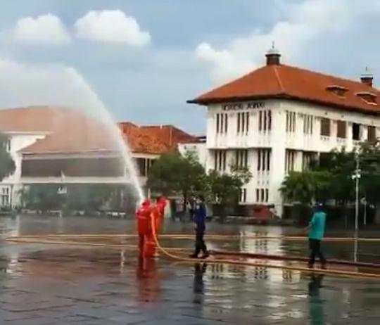 Jalan Protokol di 5 Wilayah DKI Jakarta Disemprot Cairan Desinfektan