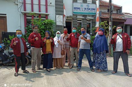 Suasana penyaluran sembako di Posko Aksi Peduli Covid-19, BPD KKSS Kota Bekasi. (Foto : Nur)