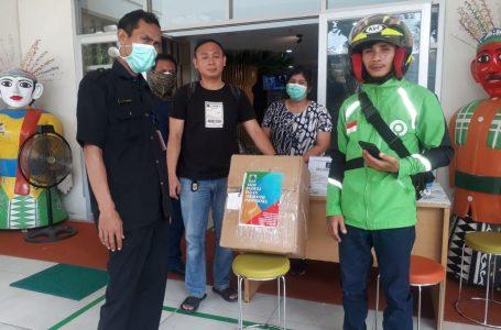 Aksi Peduli Insan Asuransi sumbang bantuan untuk tenaga medis penanganan Covid-19, Senin (6/4/2020). (Foto : Husnie)