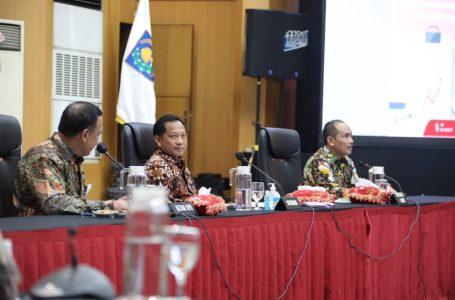 Mendagri  M Tito  membuka video conference, Rabu (8/4/2020). (Foto : Ist).