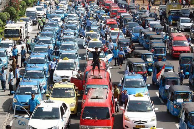Nasir Djamil Dukung Kapolri Bantu Supir Taksi dan Angkutan Umum