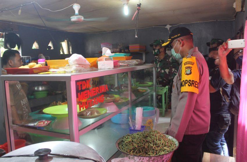 Polres Metro Jakarta Barat Ajak Pemilik Warteg, Bagikan Ribuan Nasi Bungkus di Wilayah Padat Tambora