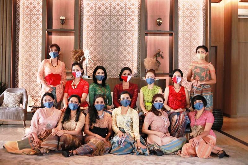 Peringati HUT RI Ke-75 Komunitas Perempuan Pelestari Budaya Gandeng Synthesis Development Gelar Virtual Charity Fashion Show Bertajuk Wastra Sikka