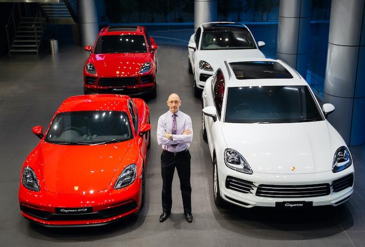 Porsche Undang Konsumen Warga Surabaya Untuk Merasakan Sensasi Berkendara Porsche Dalam Acara Porsche's Cars & Coffee