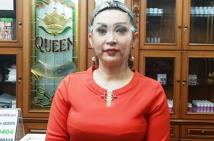 Ratna Listy Niat Pasang Implan Hidung di Queen Beauty Clinic