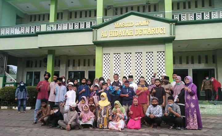 Pangkoops TNI AU 1 Berbagi Santunan dan Sembako di Perumahan Dewa Ruci