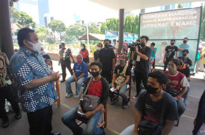 KODAM Jaya dan HIPAKAD Bersama Alumni SMA 3 Jakarta Gelar Serbuan Vaksinasi